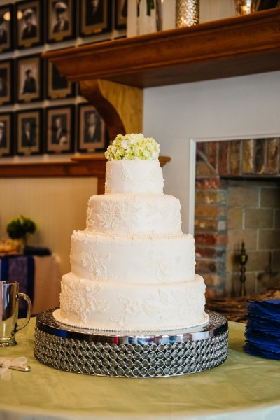 Both the wedding and groom's cake were created by the groom's aunt and uncle, respectively.